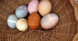 How to make Easter eggs using natural dyes