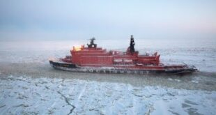 Trump orders fleet of icebreakers and new bases in push for polar